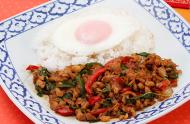 パカパオ(鶏肉ピリ辛炒めご飯)